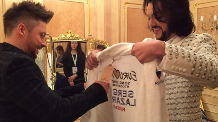 Филипп Киркоров подарил Лазареву боксерский халат