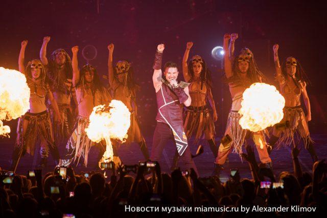 Сергей Лазарев (Sergey Lazarev) пылал на сцене Крокус Сити Холл (Crocus City Hall)